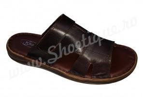 Papuci barbatesti maro din piele naturala