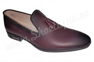 Pantofi cu ciucuri visiniu din piele naturala